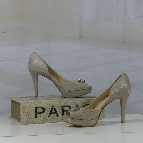 c0041cc172e6 Nine West dress peep toe sparkly shoes. M 5a4d87149cc7efcb06039a79